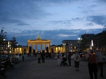 Brandenburger Tor tourist shot