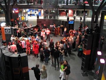 Tango at Hauptbahnhof