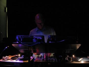 DJ Michael Moore, did a great job as DJ at the post-gig hang at the Bimhuis