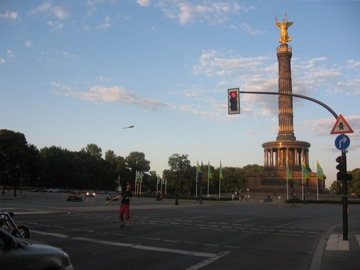 Siegessäule and Juggler